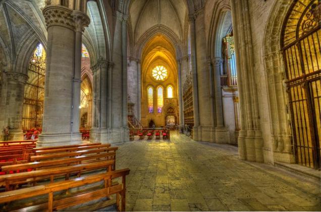 Interior de la Catedral de Santa María y San Julián