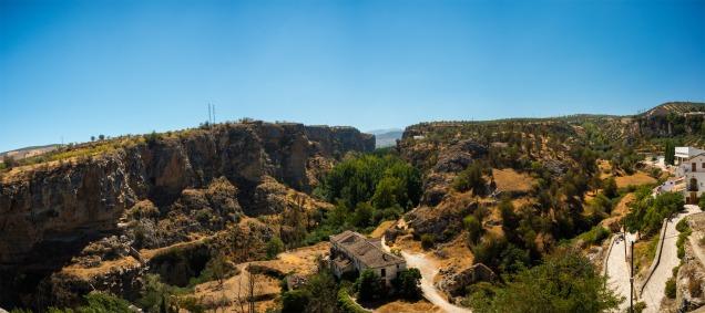Panorámica del Tajo de Alhama de Granada, 5 fotos a pulso. Nikon D800, 28mm, ISO200, f/5, 1/640s.